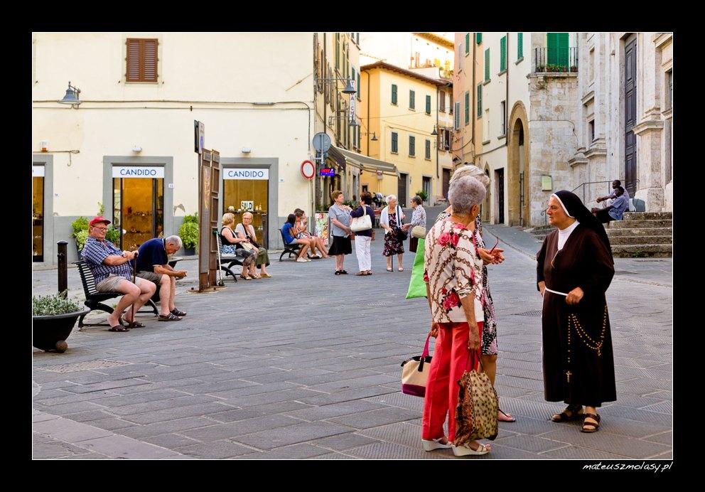 Gossipers, Poggibonsi, San Gimignano, Tuscany, Italy