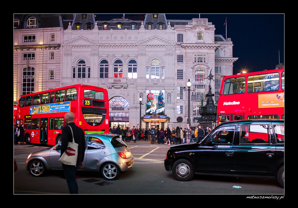 London, Picadilly by night, Doubledecker